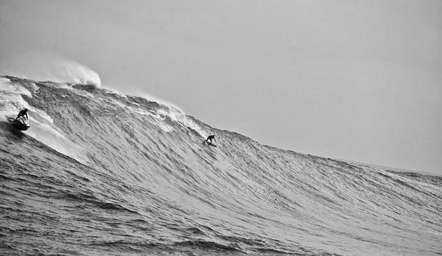 Dave Kalama dropping off Laird Hamilton at Jaws. Photo: Tim McKenna.